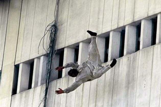 People jumping off buildings in 911